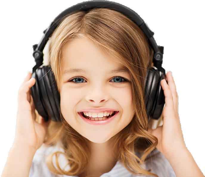ילדה עם אוזניות